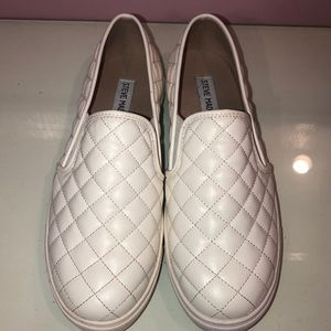 BRAND NEW STEVE MADDEN WHITE SNEAKERS (NEVER WORN)